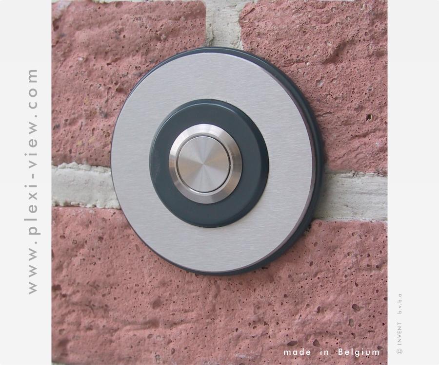 https://www.plexi-view.com/product-images/230/deurbellen-design/deurbel-rond-trio-formatted.jpg