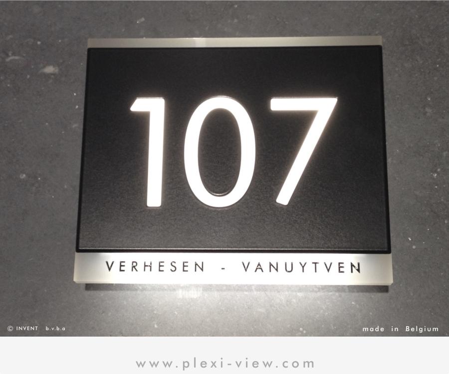 Plexi-View: Huisnummers, naamplaten en deurbellen, met verlichting